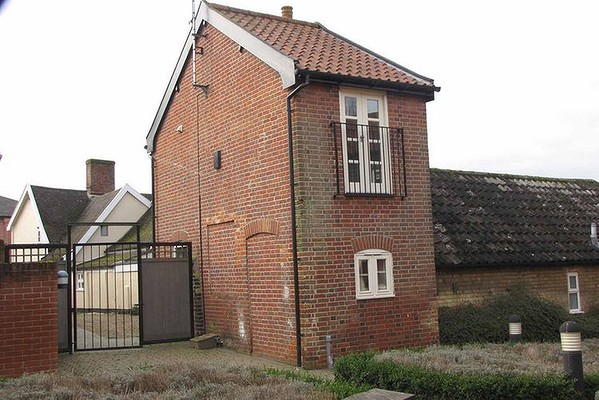Suffolks Smallest House Near Aldeburgh Gets New Owner